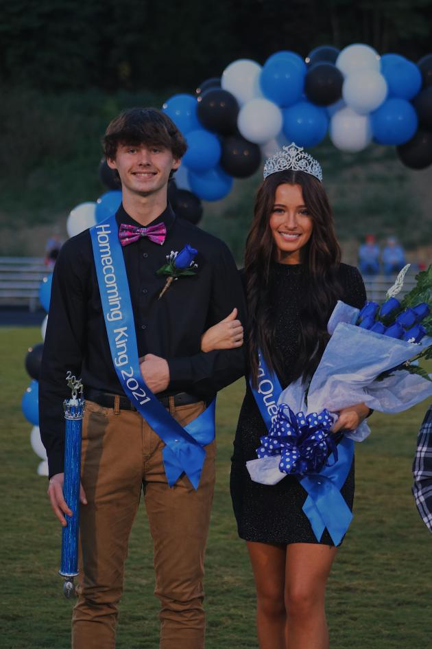Braden Dockery and Gracie Elms homecoming queen and king.