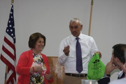 Morgantown Mayor Linda Keown assisted James Runion with the door prizes.