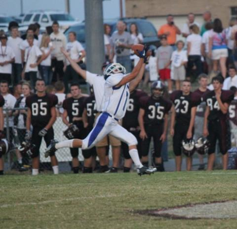 Walker Weathers make the catch and the touchdown.(photo by Madison Embry, BtN)